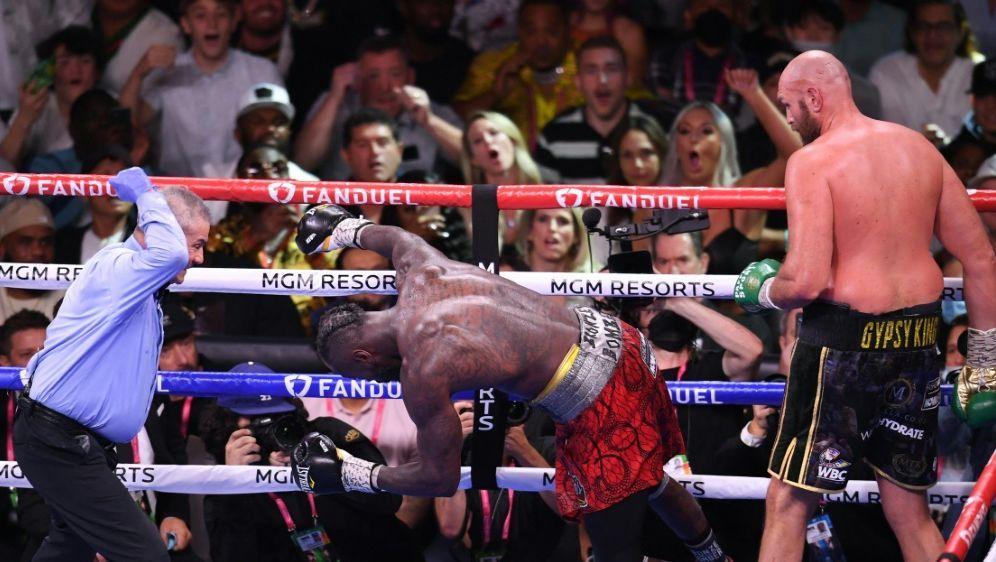 Fury schlägt Wilder in der elften Runde K.o. - Bildquelle: AFP/SID/ROBYN BECK