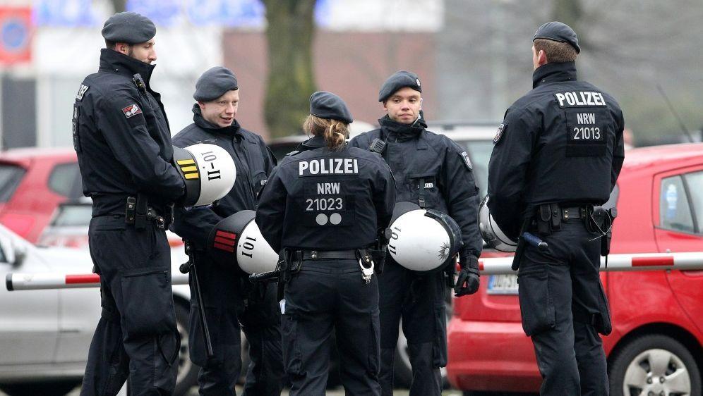 Laut Polizei wurden vier Hoffenheim-Anhänger verletzt - Bildquelle: FIROFIROSID
