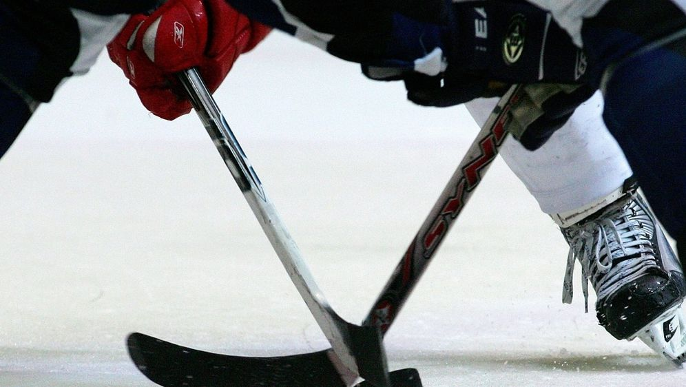 Die Nürnberg Ice Tigers verpflichten Daniel Schmölz - Bildquelle: FIROFIROSID