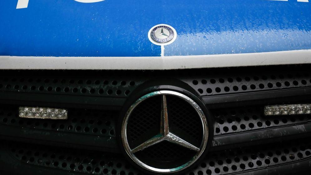 Polizei muss bei Massenschlägerei eingreifen - Bildquelle: AFPSID