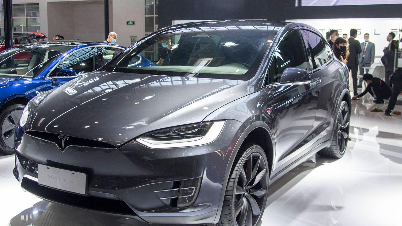 Tesla Model X P100D  - Bildquelle: imago images/VCG