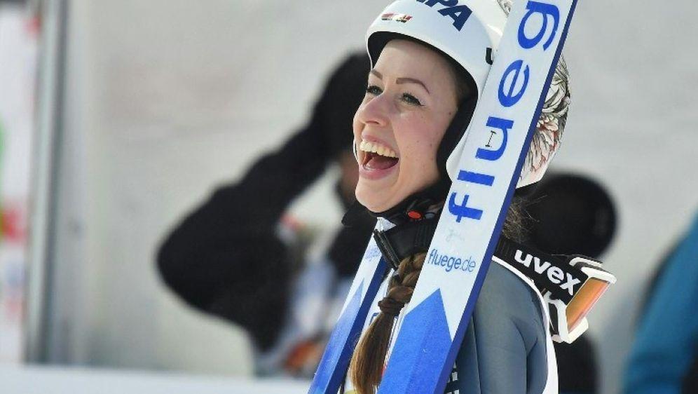 Juliane Seyfarth gewinnt das Springen in Nischni Tagil - Bildquelle: AFPSIDJOE KLAMAR