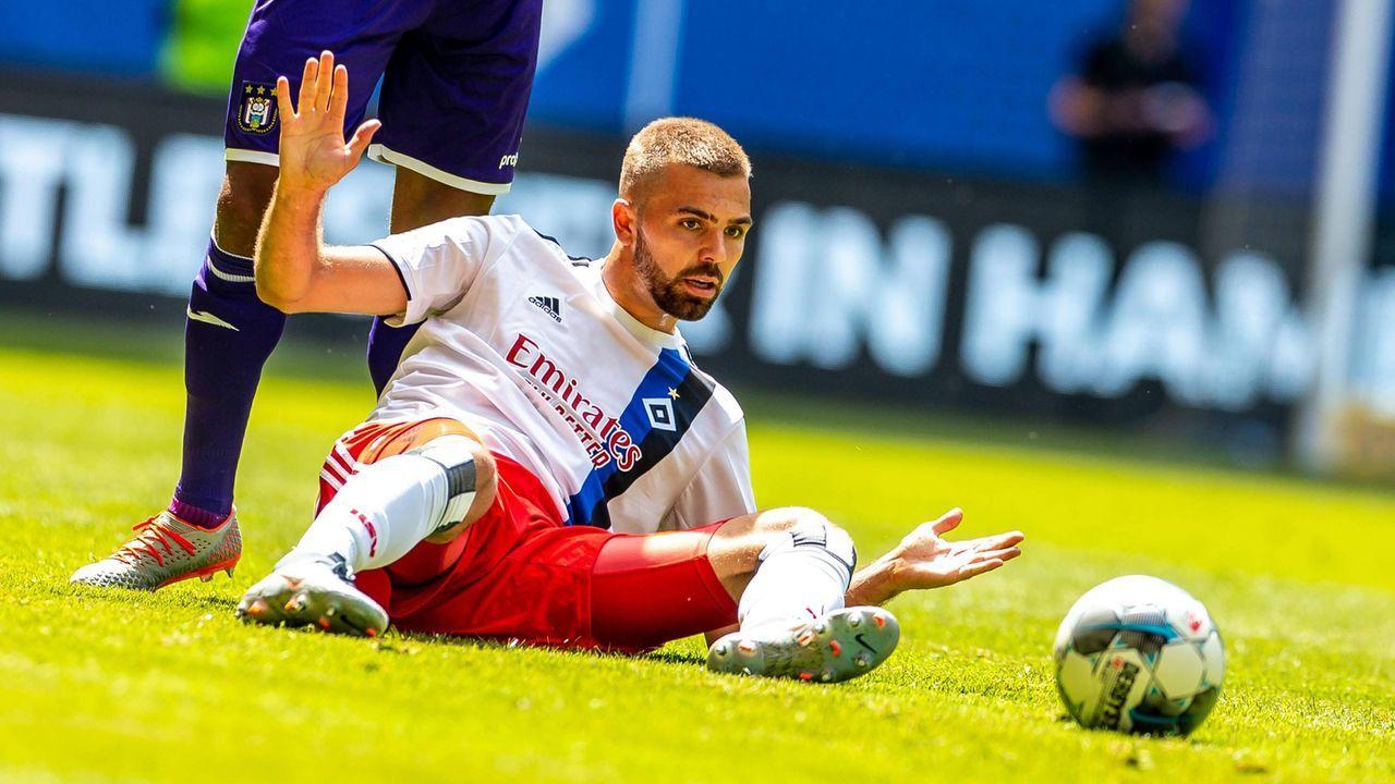 Angriff - Lukas Hinterseer (Hamburger SV) - Bildquelle: imago images / Philipp Szyza