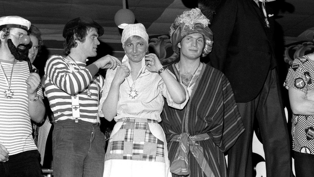 FC Bayern war zunächst ein Karnevalsverein - Bildquelle: imago images / Sven Simon