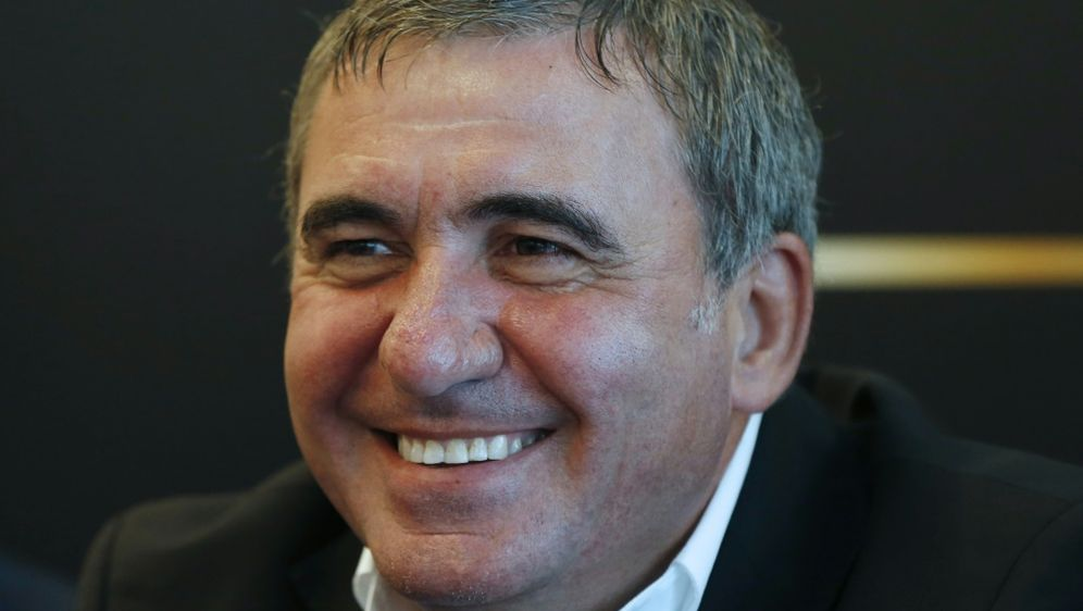 Gheorghe Hagi hat großen Anteil am Erfolg Rumäniens - Bildquelle: AFPSIDVALERY HACHE