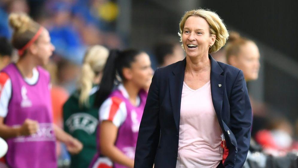 Voss-Tecklenburg will ihren Spielerinnen Mut geben - Bildquelle: AFPSIDDANIEL MIHAILESCU