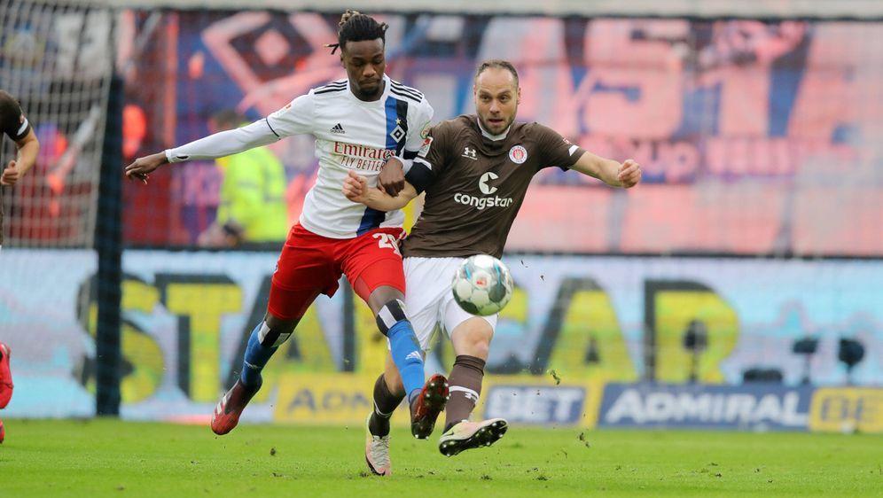 Der HSV verliert in dieser Saison auch das zweite Stadtderby gegen den FC St... - Bildquelle: imago images/Michael Schwarz