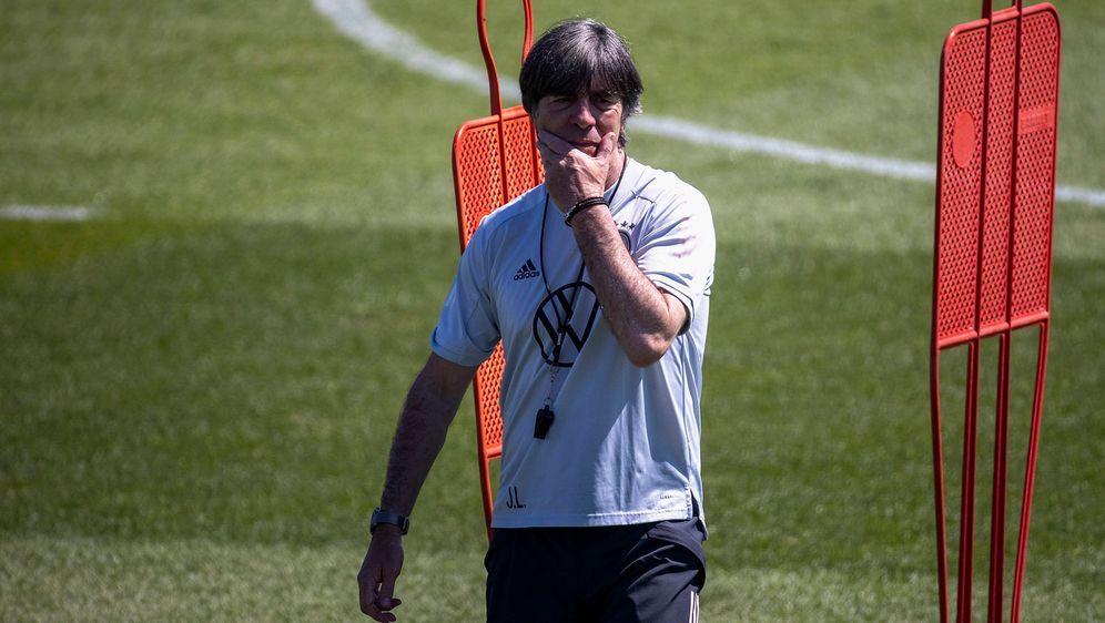Bundestrainer Löw kündigt taktische Veränderungen an - Bildquelle: 2021 imago