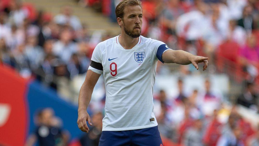 EM Auftakt in Gruppe D. Die beiden Nationalmannschaften von England und Kroa... - Bildquelle: imago/Colorsport