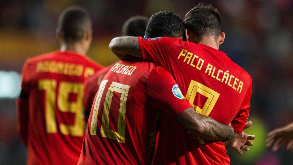 Thiago und Paco Alcacer sind nominiert. - Bildquelle: imago