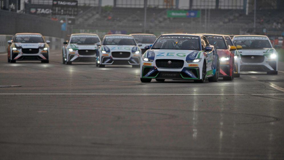 Beim Rennen in Mexiko holt sich Sergio Jimenez den zweiten Saisonsieg. - Bildquelle: Motorsport Images Tel: +44(0)20 8267 3000 email: info@motorsportimages.com