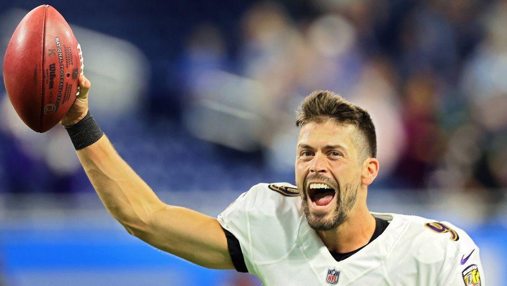 War nach seinem Rekord-Field-Goal nicht zu halten: Ravens-Kicker Justin Tuck... - Bildquelle: imago