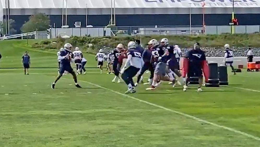 Cornerback Myles Bryant machte im Training der New England Patriots den Russ... - Bildquelle: twitter.com/MarkDanielsPJ