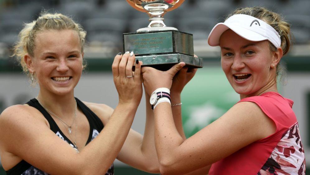 Siniakova (l.) und Krejcikova gewinnen Titel im Doppel - Bildquelle: AFPSIDERIC FEFERBERG