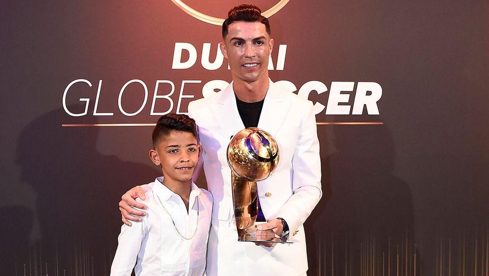 Cristiano Ronaldos Sohn (l.) spielt derzeit im Nachwuchs von Manchester Unit... - Bildquelle: imago images/LaPresse