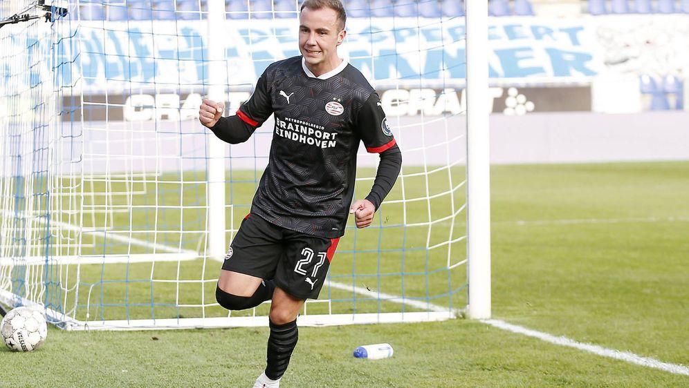 Mario Götze trifft bei seinem Debüt für Eindhoven nach neun Minuten. - Bildquelle: imago images/Pro Shots