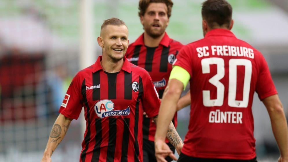 Der SC Freiburg gewinnt auch bei Fortuna Düsseldorf - Bildquelle: FIROFIROSID