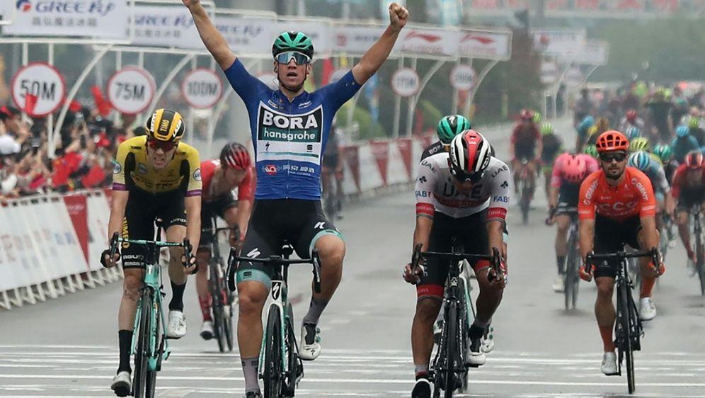 Pascal Ackermann fährt ersten Sieg des Jahres ein - Bildquelle: AFPSIDSTR