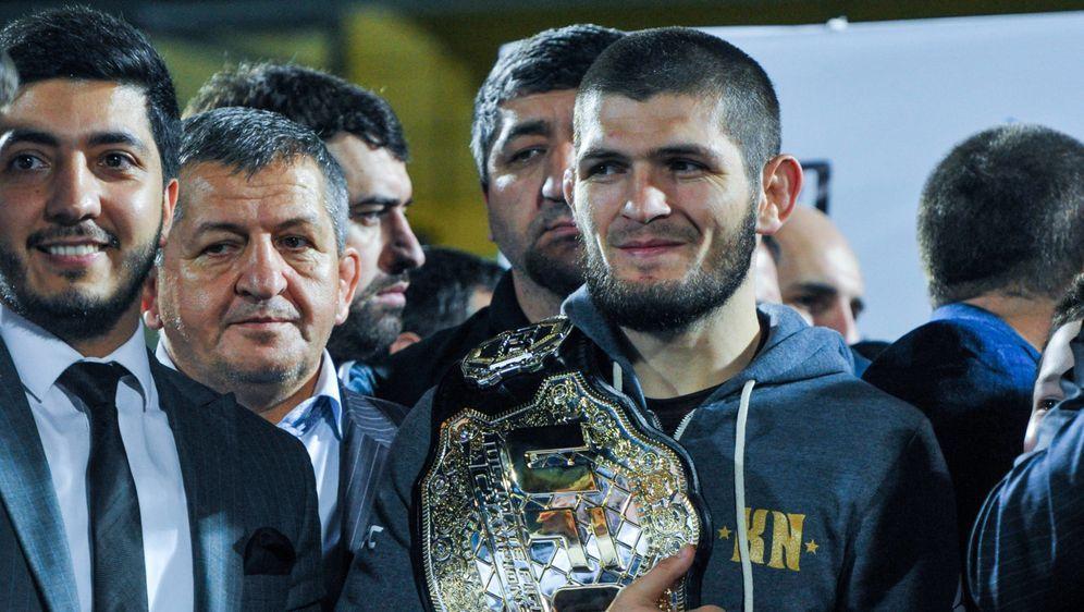 Noch hält Khabib Nurmagomedov den UFC-Titel im Leichtgewicht, im September m... - Bildquelle: imago sportfoto