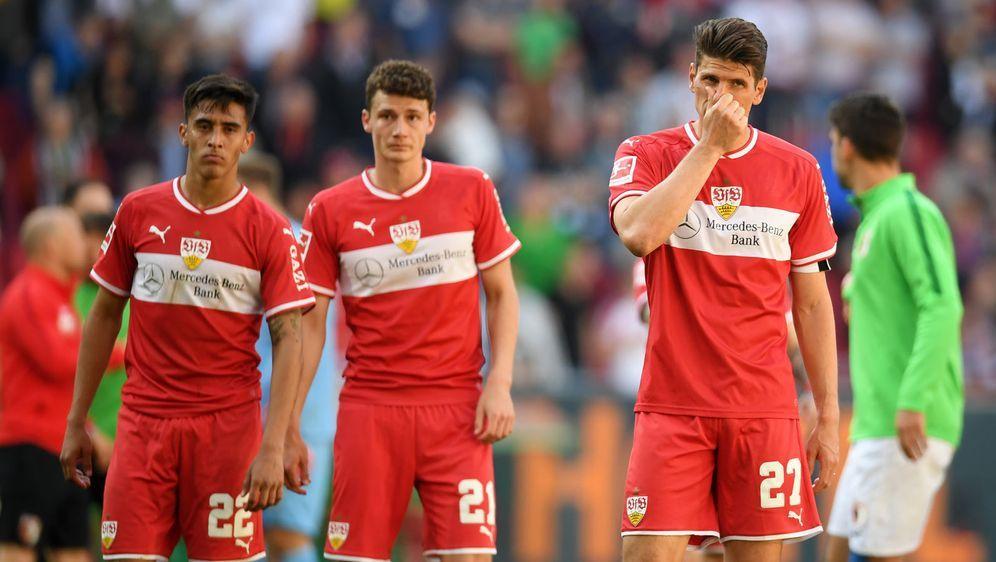 Erlebten in Augsburg ein Debakel: Die Stuttgarter waren nach dem Spiel bedie... - Bildquelle: Getty