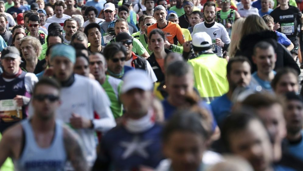 Der Paris-Marathon soll nun am 15. November stattfinden - Bildquelle: AFPSIDKENZO TRIBOUILLARD
