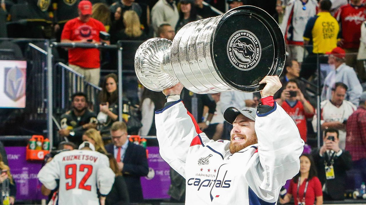 Platz 6: Phillip Grubauer (Colorado Avalanche/Eishockey) - Bildquelle: imago/ZUMA Press