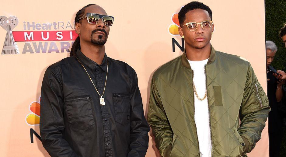 Snoop Dogg mit seinem Sohn Cordell Broadus - Bildquelle: 2015 Getty Images