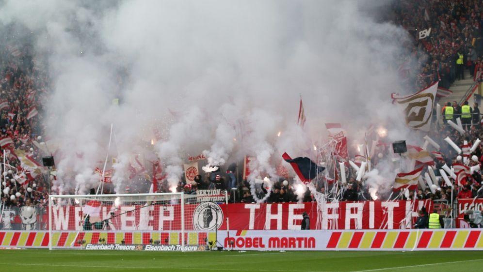 Wegen Pyrotechnik: Mainz muss 166.000 Euro Strafe zahlen - Bildquelle: FIROFIROSID