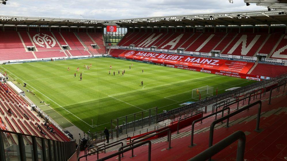 Mainz 05: Gegen Gladbach bleibt das Stadion leer - Bildquelle: Kai PFAFFENBACH  POOL  AFPKai PFAFFENBACH  POOL  AFPKAI PFAFFENBACH