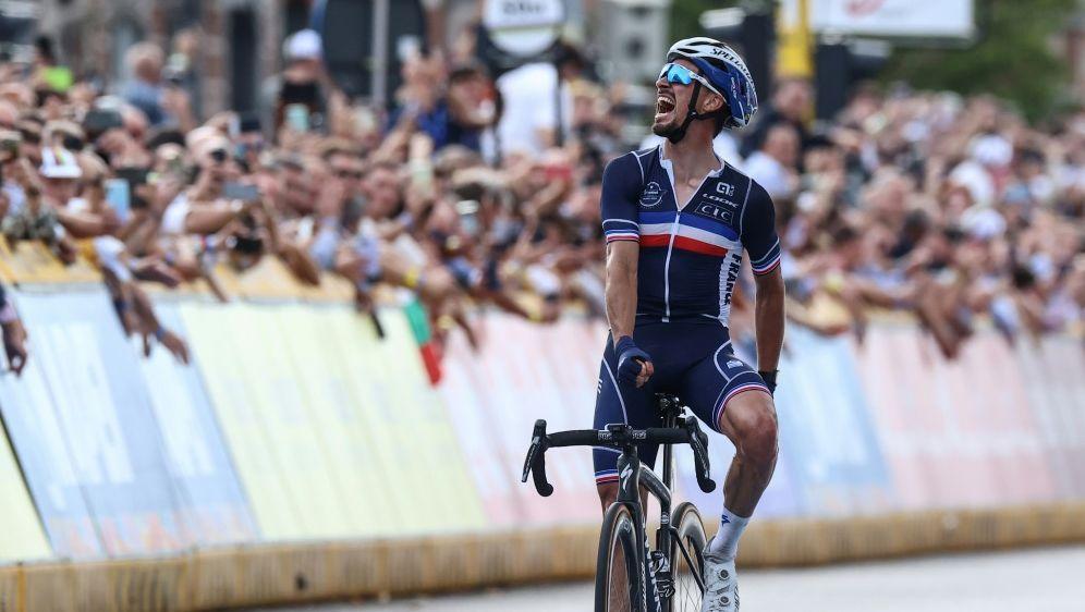 Alaphilippe wiederholt seinen Erfolg im Straßenrennen - Bildquelle: AFPSIDKENZO TRIBOUILLARD