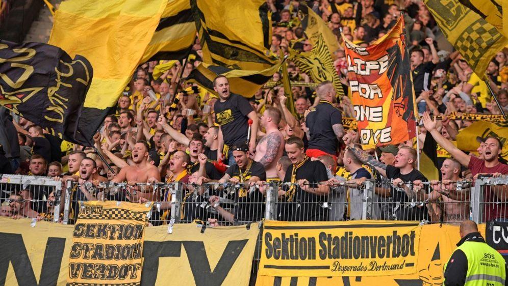 Fans des BVB waren in Prag negativ aufgefallen - Bildquelle: PIXATHLONPIXATHLONSID