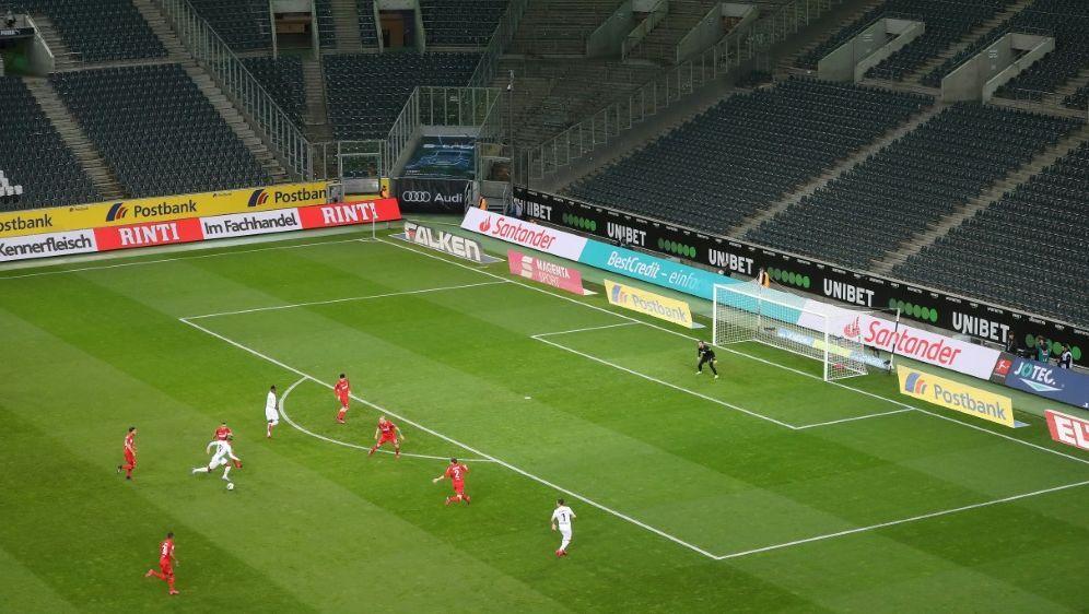 Profifussball befürchtet Aus der Zuschauer-Rückkehr - Bildquelle: FIROFIROSID