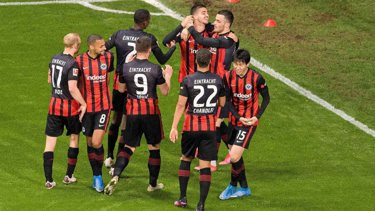 Platz 7: Eintracht Frankfurt (10,4 Millionen Euro) - Bildquelle: imago images/Sven Simon