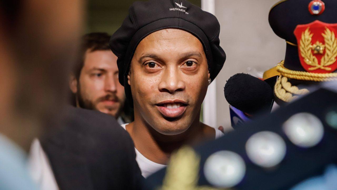 Wegen gefälschter Pässe! Ronaldinho in U-Haft - Bildquelle: imago images/Agencia EFE