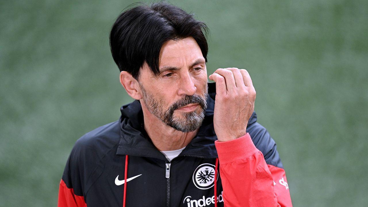 Auch Sportdirektor Hübner verlässt den Klub - Bildquelle: Imago Images