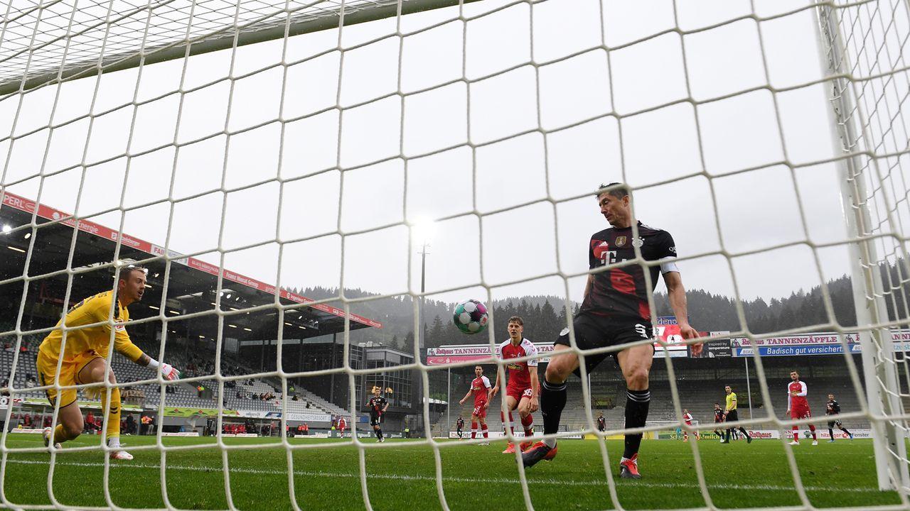 So feiert Bayern-Star Robert Lewandowski seine 40-Tore-Marke   - Bildquelle: 2021 Getty Images
