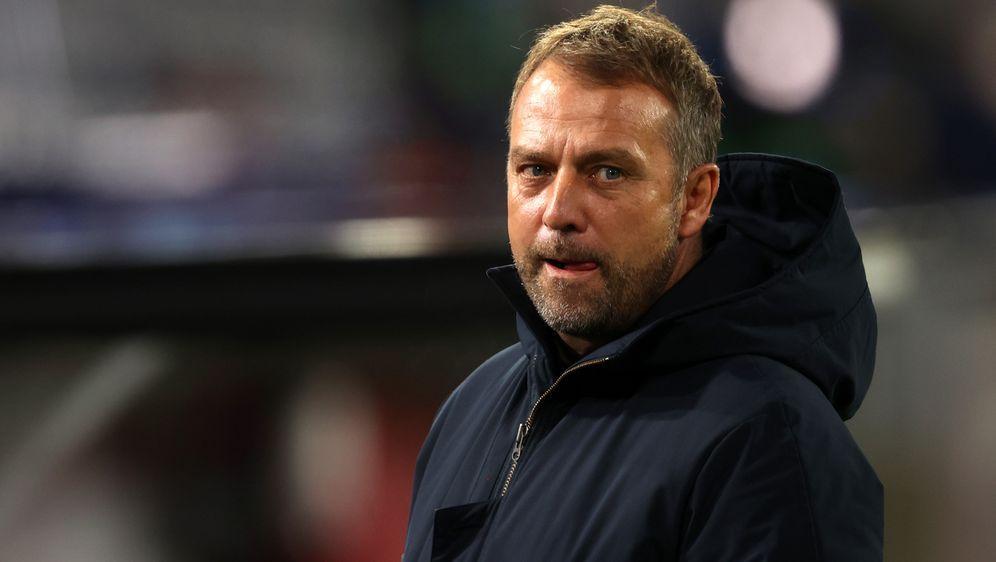 Der Vertrag von Bayern-Trainer Hansi Flick läuft bis 2023. - Bildquelle: 2021 Getty Images