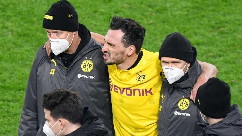 Mats Hummels verletzt sich im Spiel gegen Lazio - Bildquelle: POOLAFPSIDBERND THISSEN