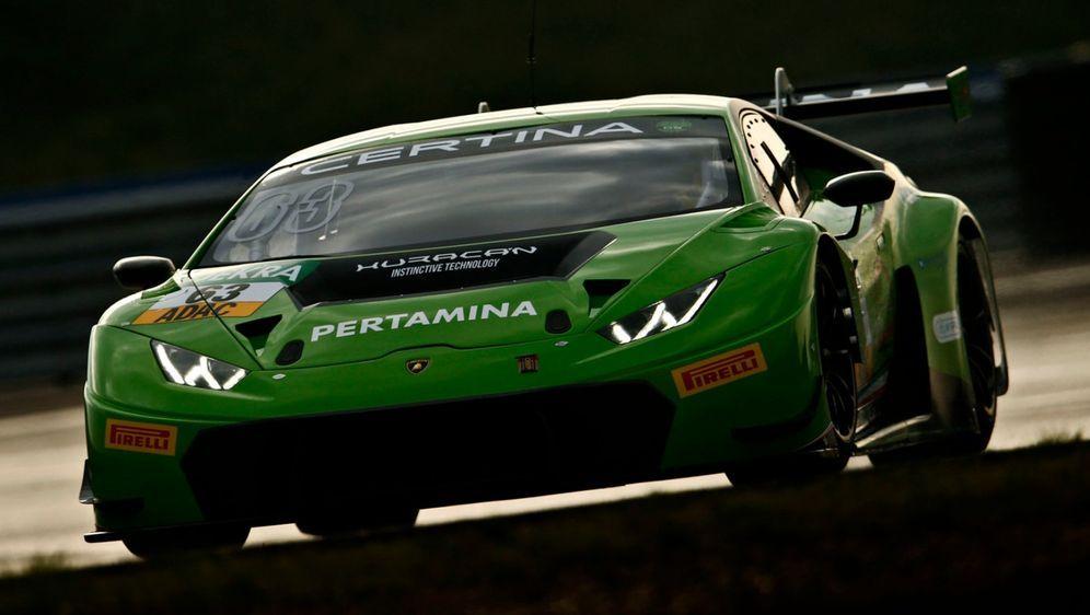 Sensation: Villeneuve und Hülkenberg hätten einen Huracan steuern sollen. - Bildquelle: ADAC Motorsport