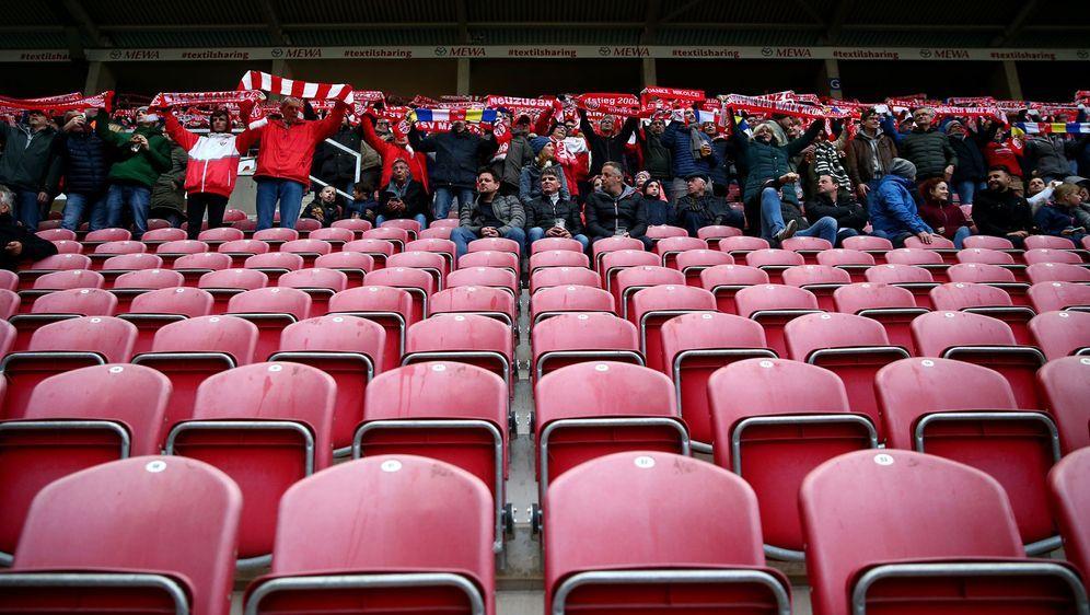 Viele Plätze werden weiterhin leer bleiben: Die DFL hat ein Konzept zur Rück... - Bildquelle: Getty Images