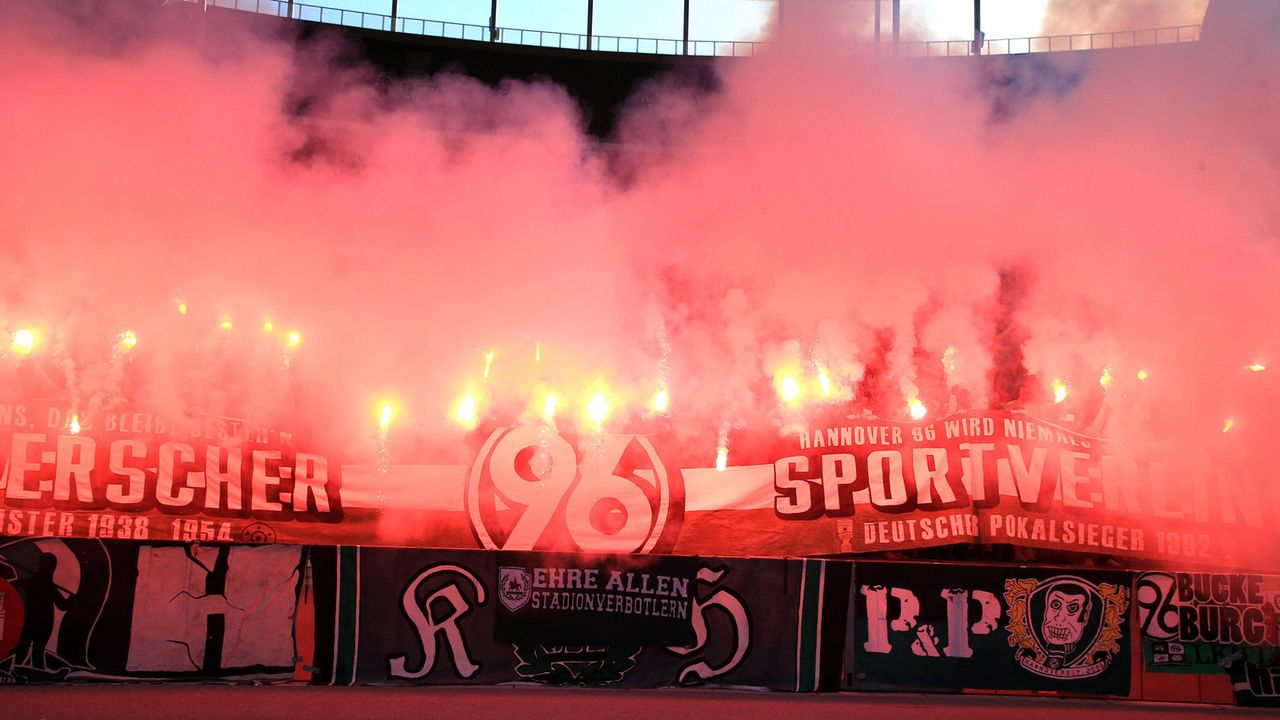 Platz 15: Hannover 96 - Bildquelle: imago images / Nordphoto