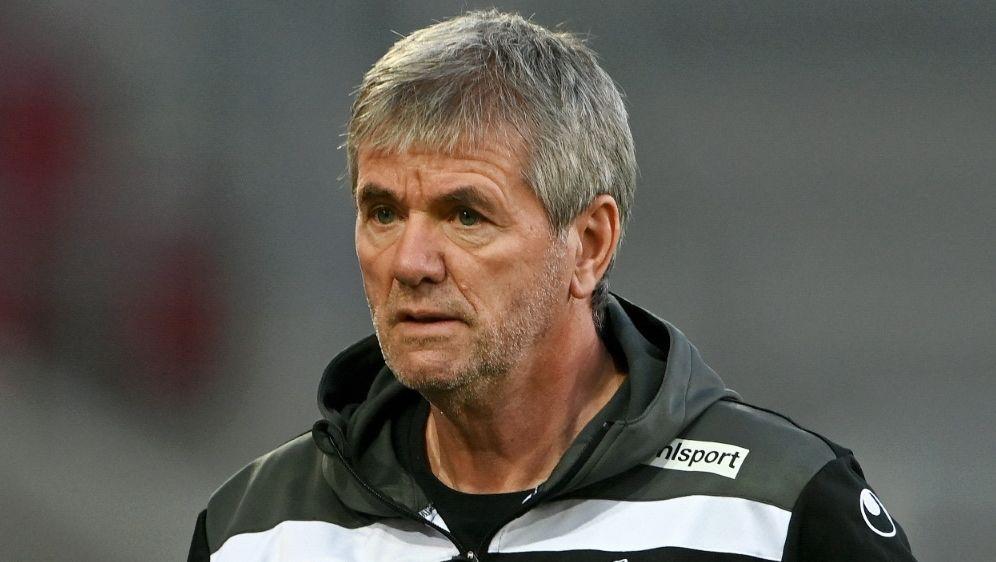 Funkel kritisiert die hohen Trainer-Ablösesummen - Bildquelle: AFPSIDCHRISTOF STACHE