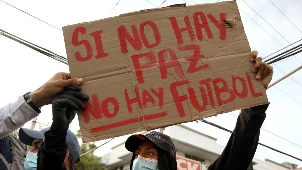 Die Protestwelle gefährdet nun auch die Copa America - Bildquelle: AFPSIDDANIEL MUNOZ