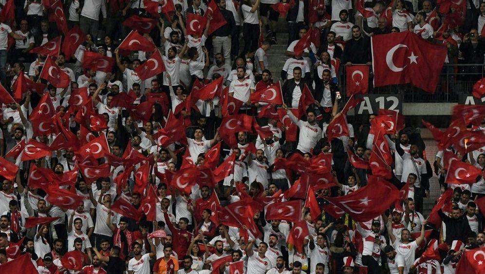 Türkei qualifiziert sich für EM 2020 - Bildquelle: AFPSIDMARTIN BUREAU
