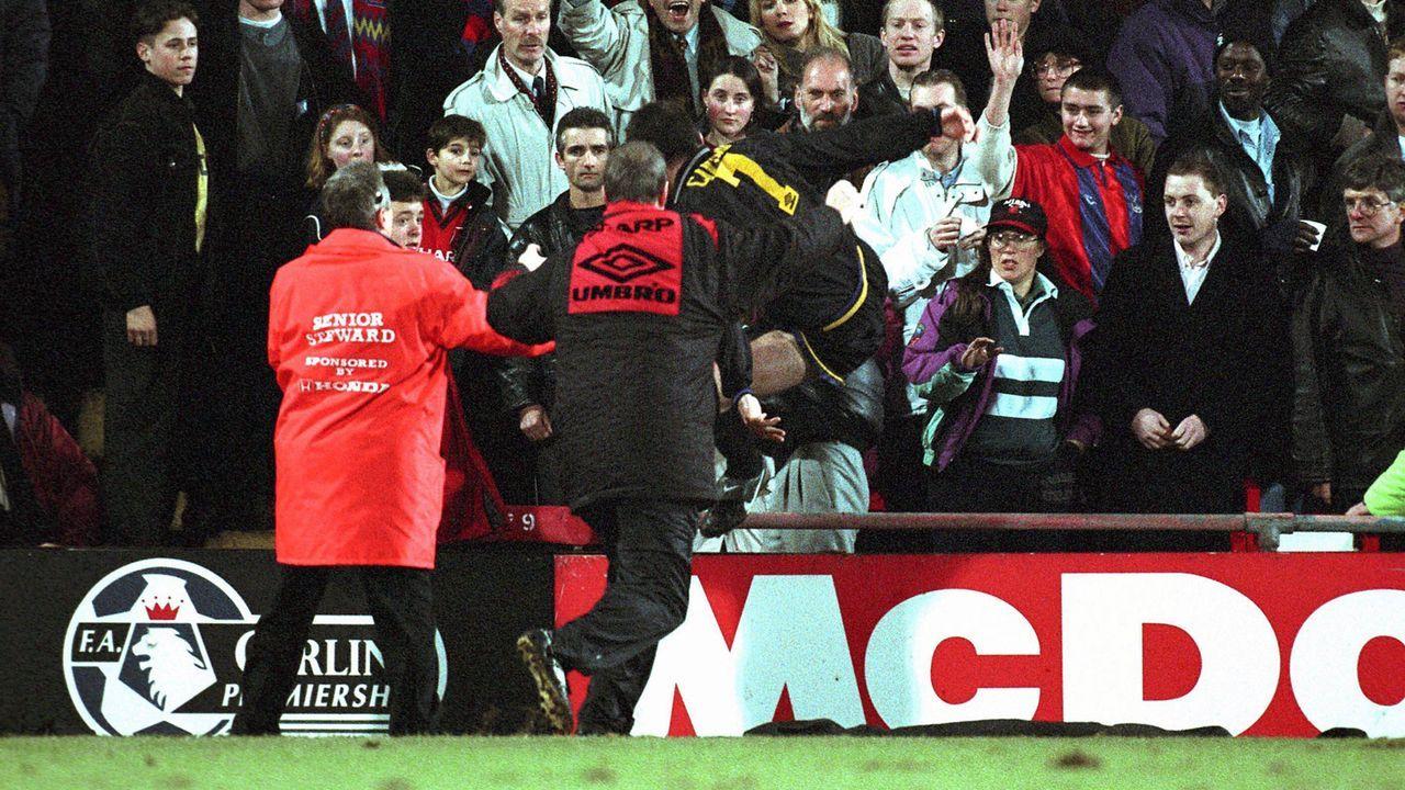 Eric Cantona (Manchester United, sechs Monate Sperre) - Bildquelle: imago/Action Plus