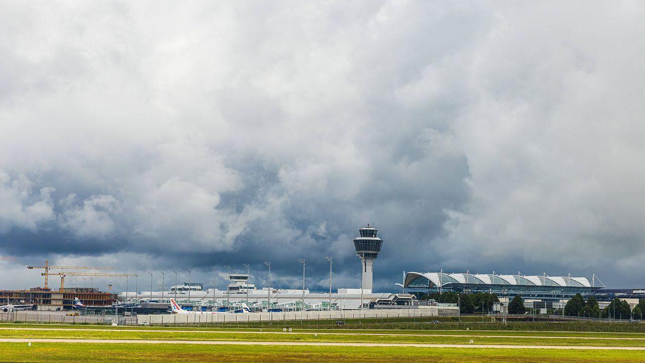 München: Flughafen - Bildquelle: imago images/Christian Offenberg
