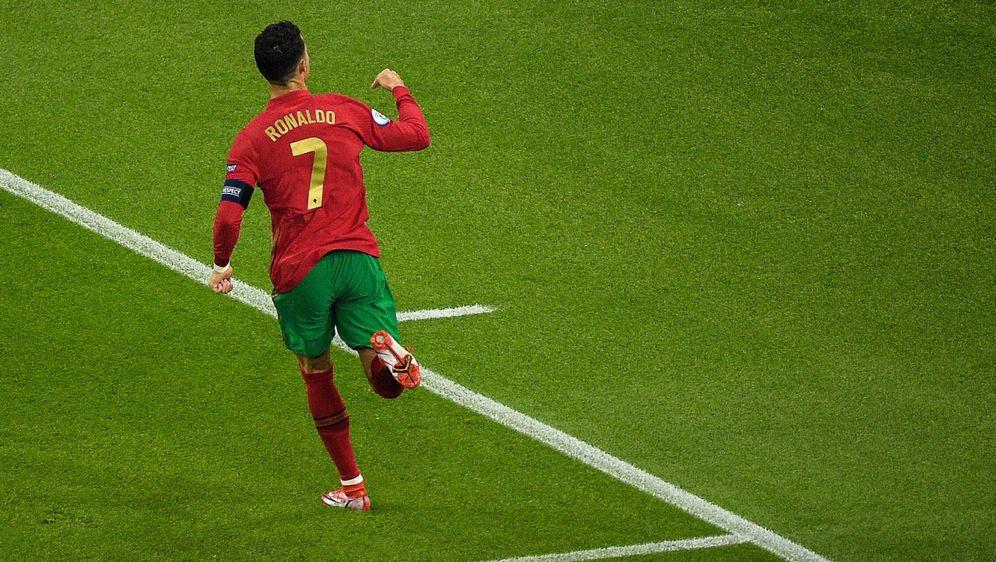 109 Tore: Cristiano Ronaldo holt Ali Daei ein - Bildquelle: AFPPOOLSIDBERNADETT SZABO
