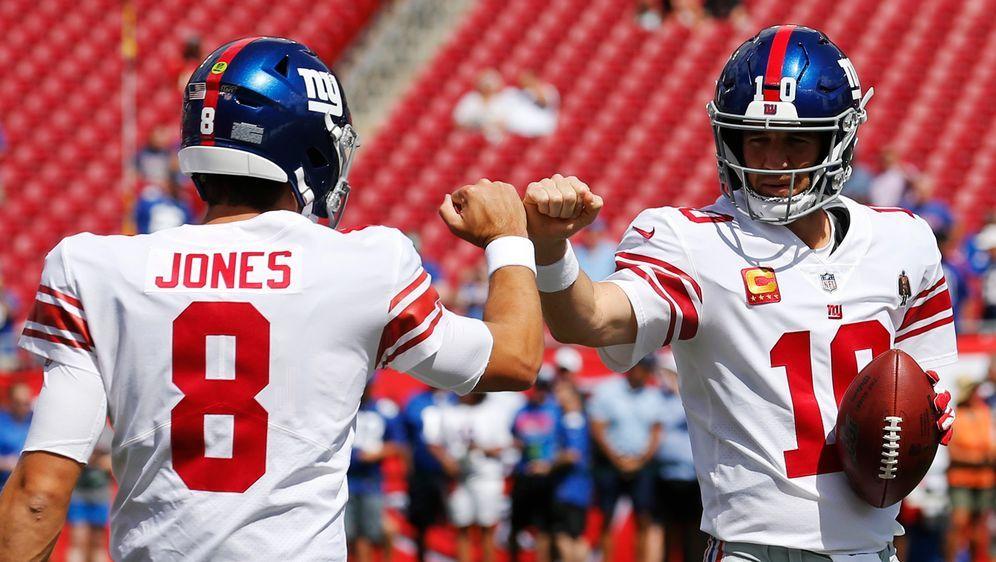Hilfe für den Rookie: Eli Manning und Daniel Jones. - Bildquelle: 2019 Getty Images