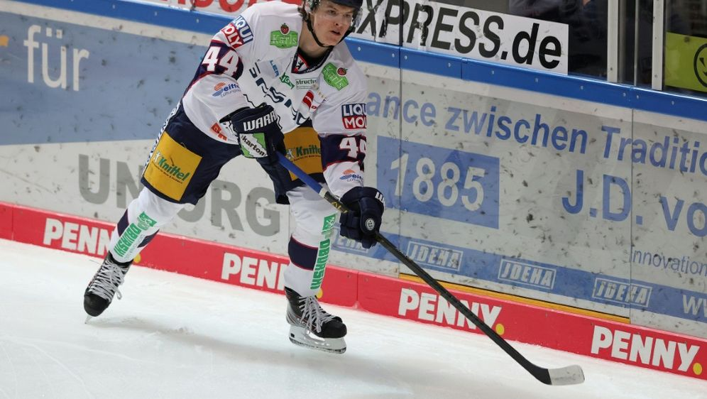 Lukas Reichel kann nun seinen NHL-Vertrag unterschreiben - Bildquelle: FIROFIROSID