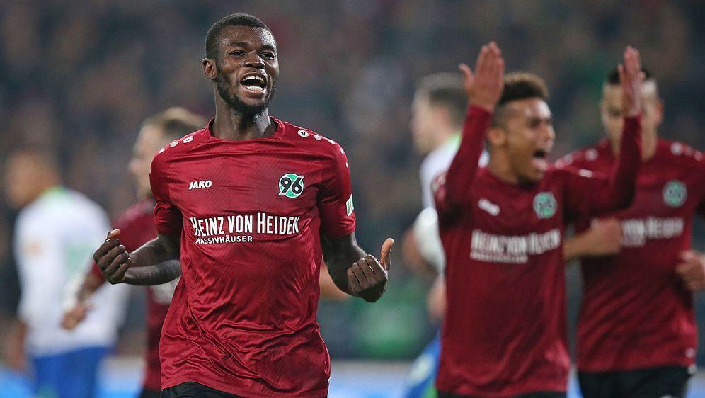 Ihlas Bebou trägt mit seinem Tor zum Sieg von Hannover 96 bei - Bildquelle: Getty Images